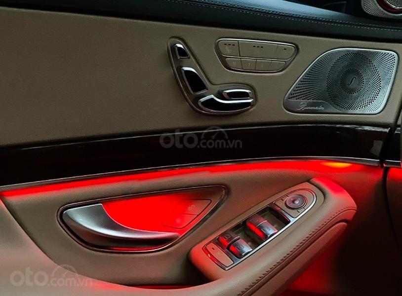Cần bán xe Mercedes năm sản xuất 2014, màu đen còn mới (4)