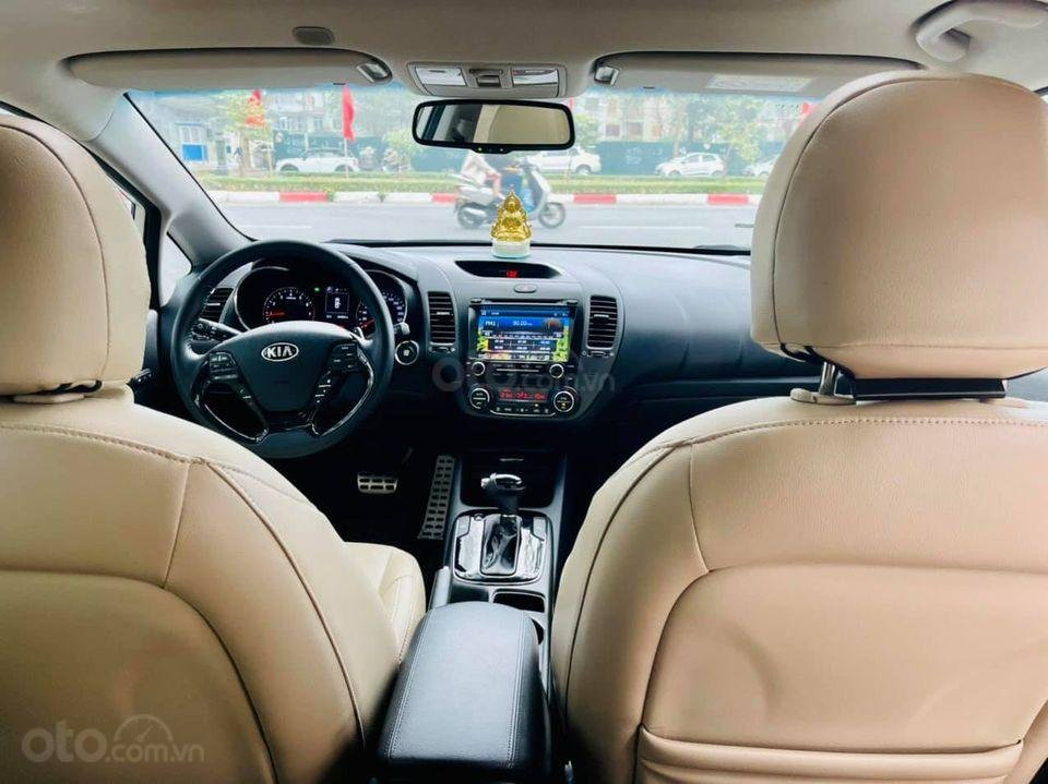 Bán xe Kia Cerato năm sản xuất 2018, màu trắng, chính chủ biển Hà Nội (5)