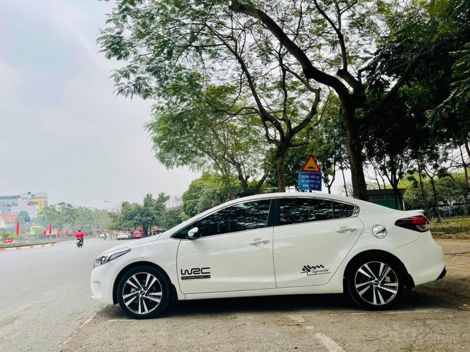 Bán xe Kia Cerato năm sản xuất 2018, màu trắng, chính chủ biển Hà Nội (4)
