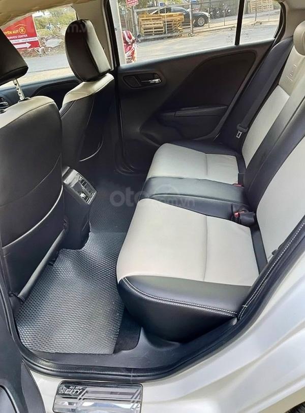 Cần bán xe Honda City đời 2015, màu trắng chính chủ, giá tốt (2)