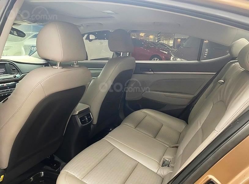 Bán ô tô Hyundai Elantra 2.0AT đời 2016, màu nâu  (2)
