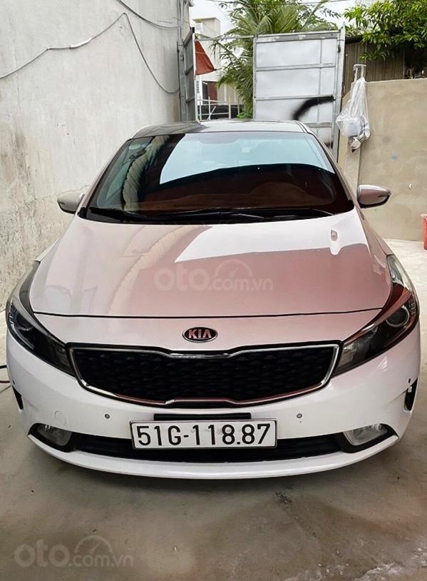 Cần bán lại xe Kia Cerato 1.6 AT 2017, màu trắng  (1)