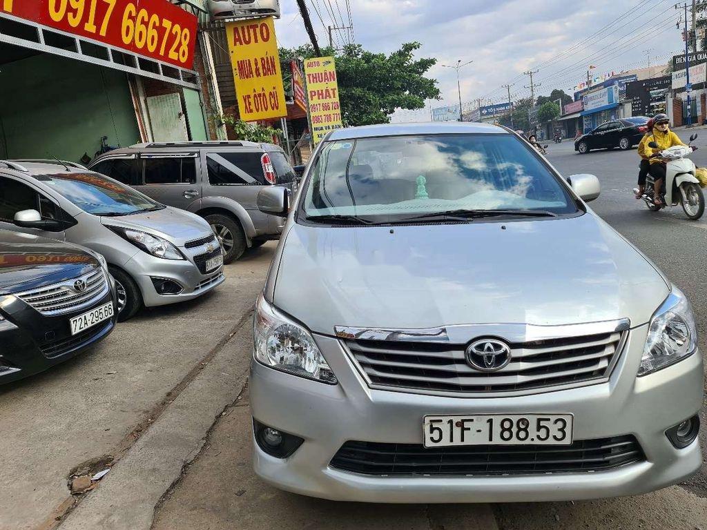 Cần bán xe Toyota Innova sản xuất 2013 chính chủ, 380 triệu (1)