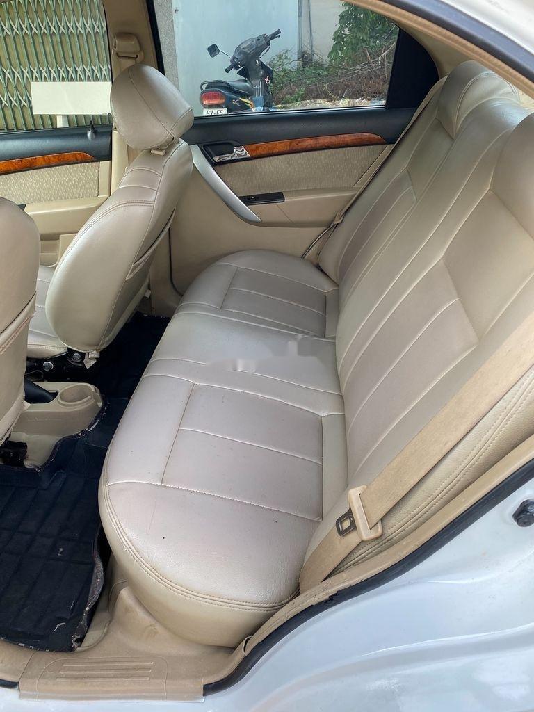 Bán xe Daewoo Gentra 2009, màu trắng còn mới (8)