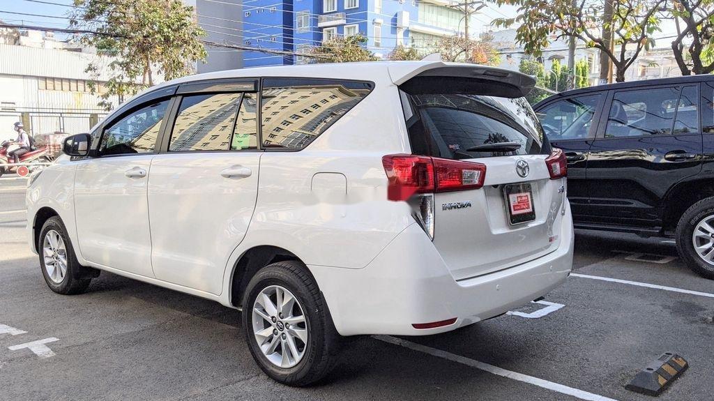 Cần bán gấp Toyota Innova sản xuất năm 2018, giá tốt (8)