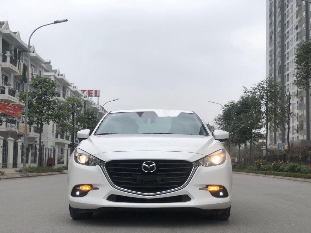 Cần bán gấp Mazda 3 năm 2018 xe gia đình giá cạnh tranh (1)