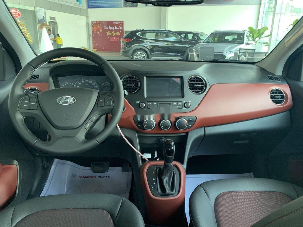 Cần bán Hyundai Grand i10 1.2AT năm 2021, giá thấp (9)