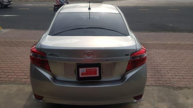 Cần bán xe Toyota Vios 1.5E MT đời 2016, màu bạc (4)
