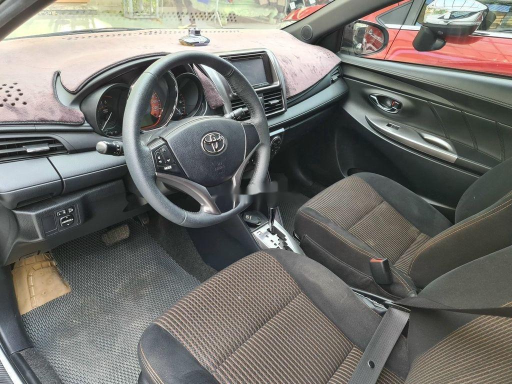 Cần bán gấp Toyota Yaris sản xuất 2015, xe chính chủ giá mềm (2)