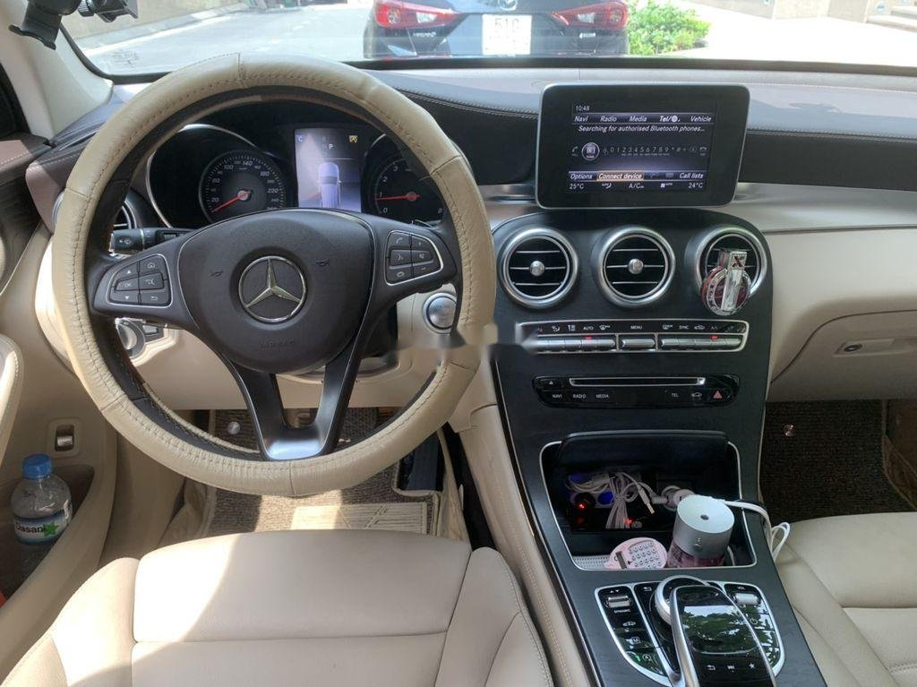 Cần bán xe Mercedes GLC 300 sản xuất năm 2019 (6)