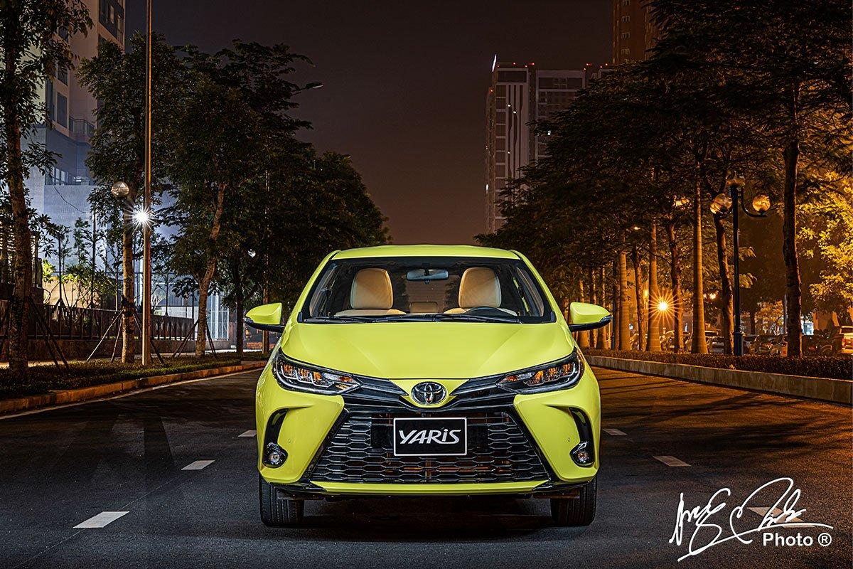 Đánh giá xe Toyota Yaris 2021 về đầu xe.