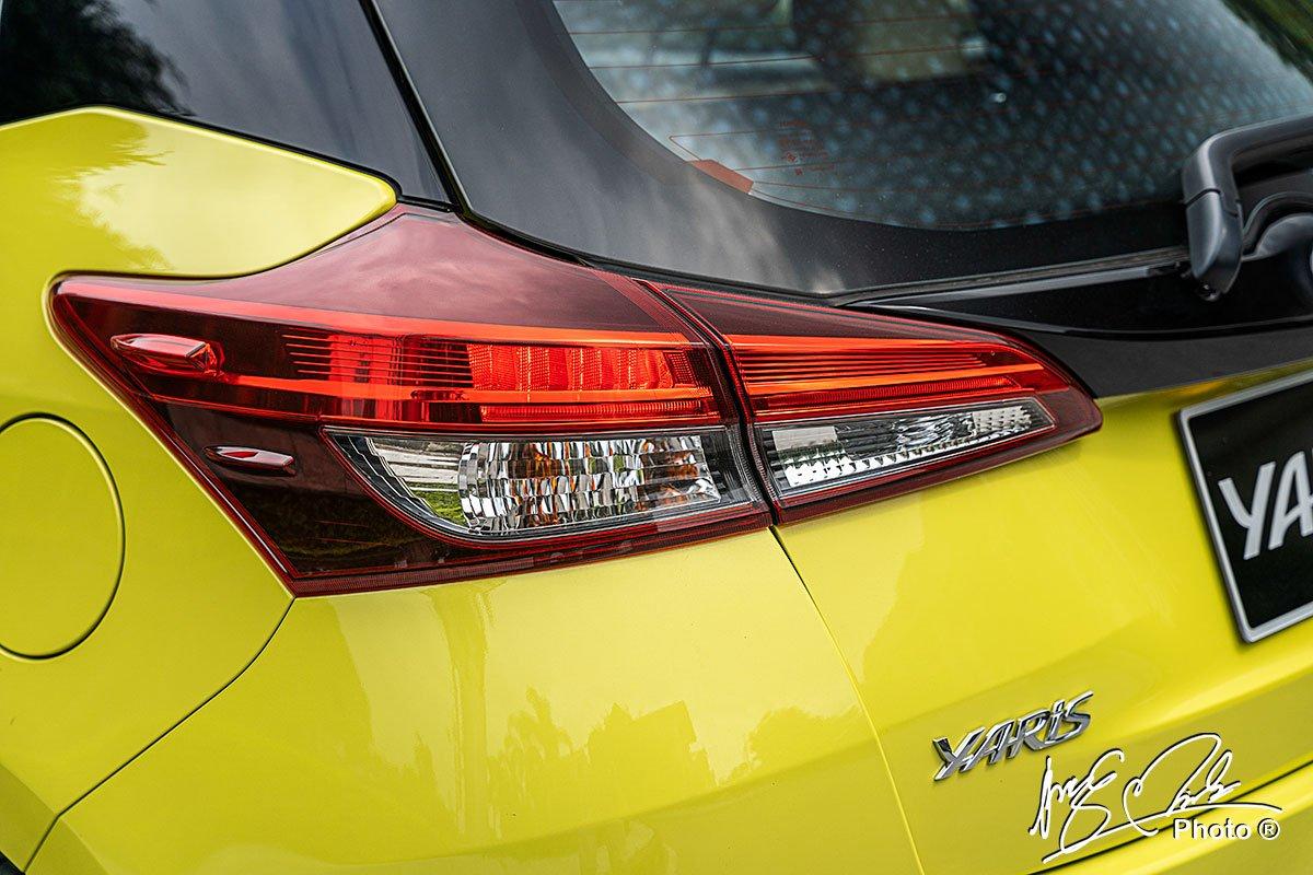Cụm đèn hậu LED trên Toyota Yaris 2021.