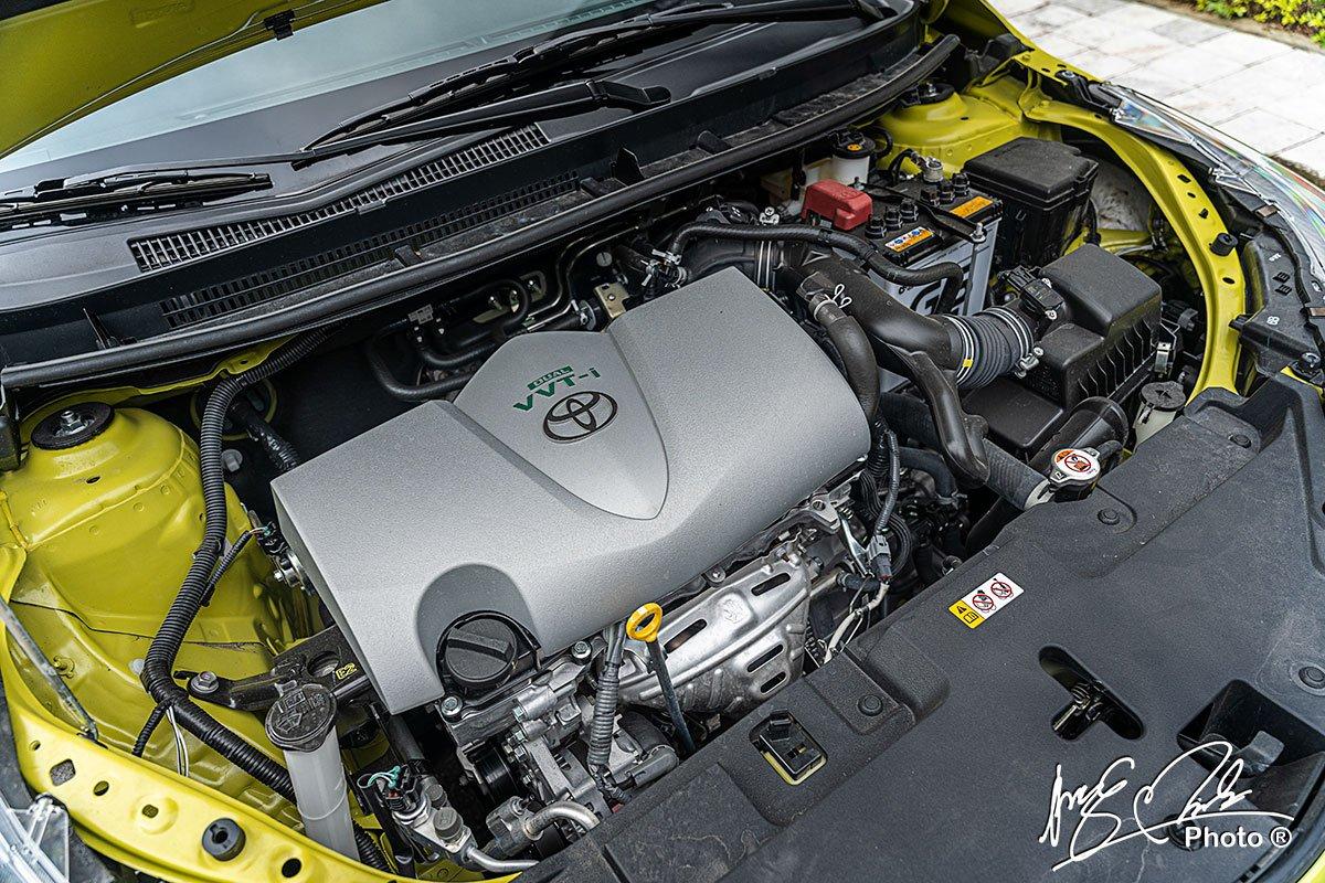Động cơ I-4 1.5L trên Toyota Yaris 2021.