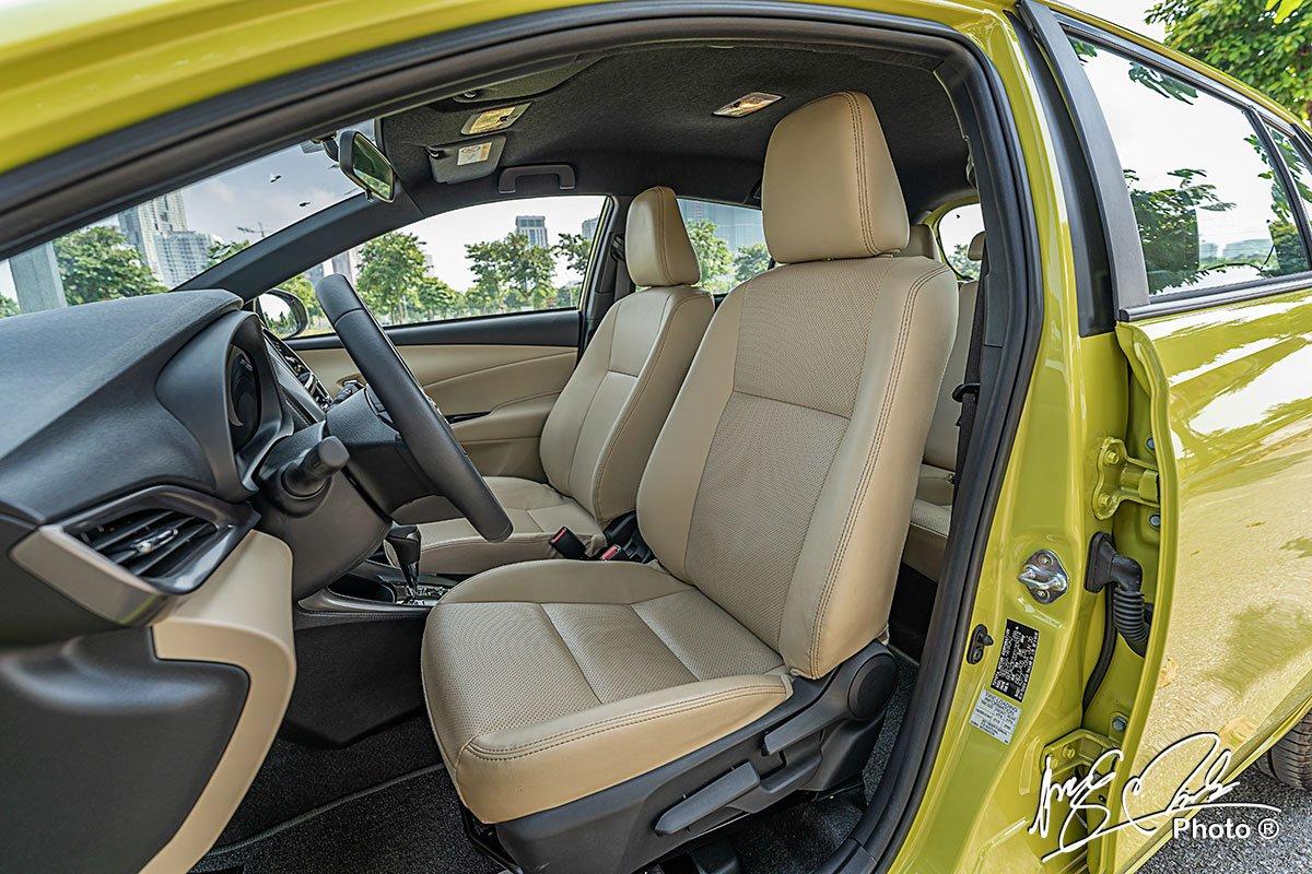 Ghế lái của Toyota Yaris 2021 chỉnh cơ 6 hướng.