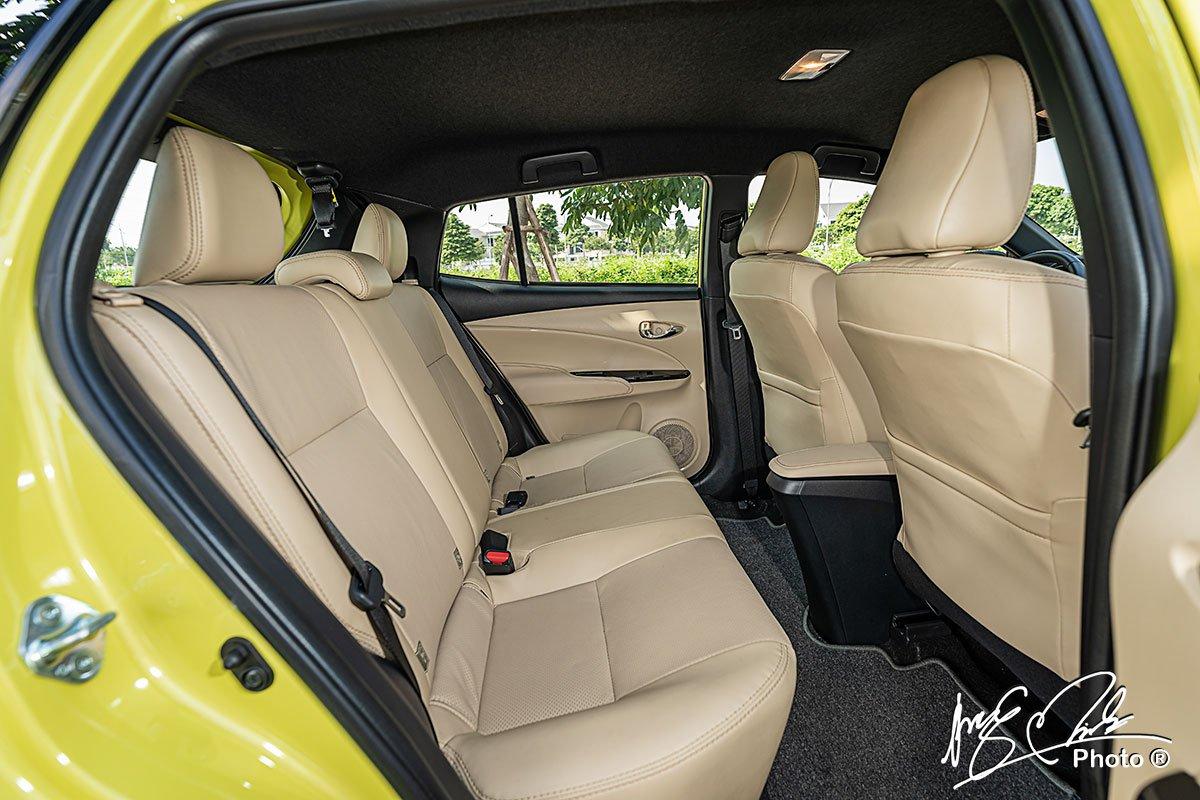 Hàng ghế sau của Toyota Yaris 2021 cung cấp không gian rất rộng rãi.