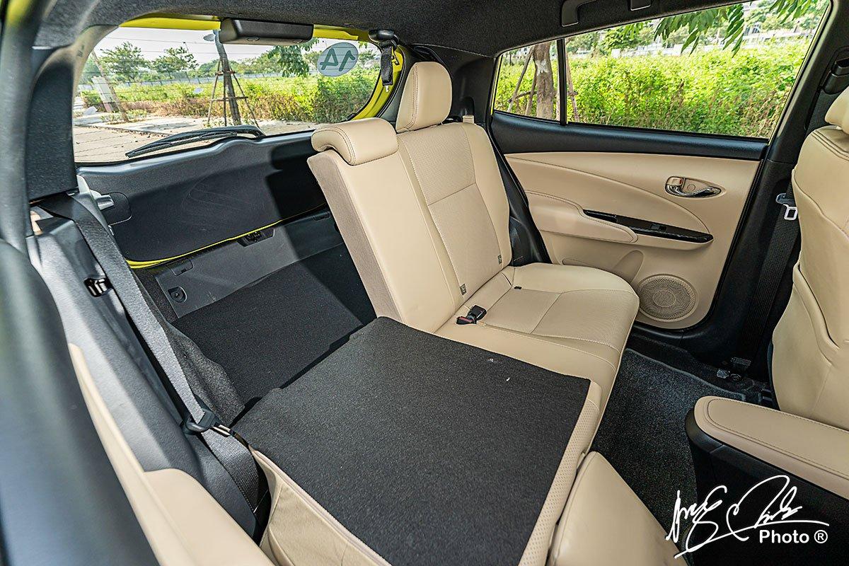 Hàng ghế sau của Toyota Yaris 2021 cho phép gập lưng ghế theo tỉ lệ 60:40.