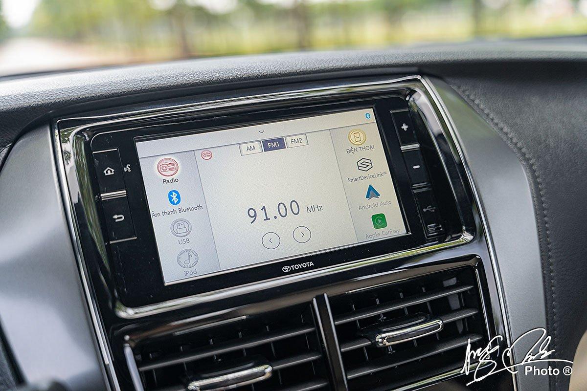 Màn hình giải trí tích hợp android Auto và Apple CarPlay trên Toyota Yaris 2021.