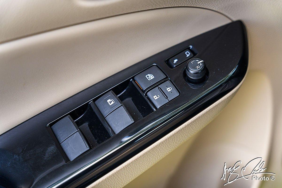 Gương gập điện chỉnh điện trên Toyota Yaris 2021.