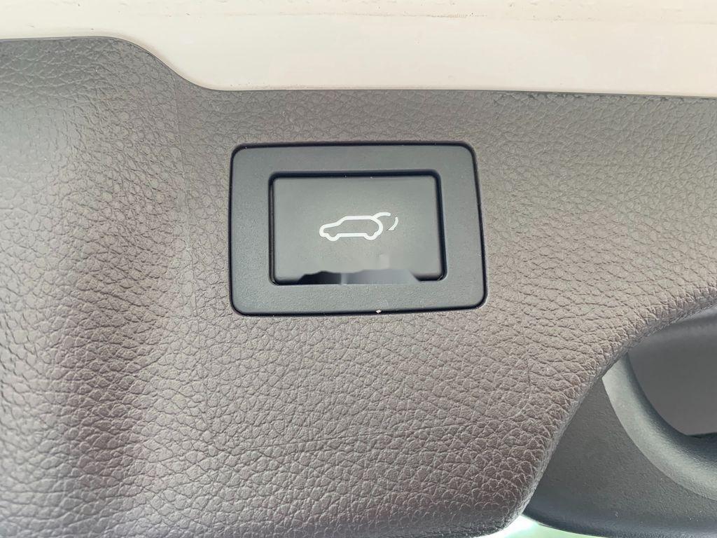 Bán ô tô Hyundai Santa Fe năm sản xuất 2018 còn mới, giá 899tr (10)