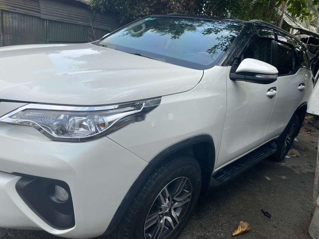 Cần bán gấp Toyota Fortuner 2017, màu trắng, nhập khẩu  (2)