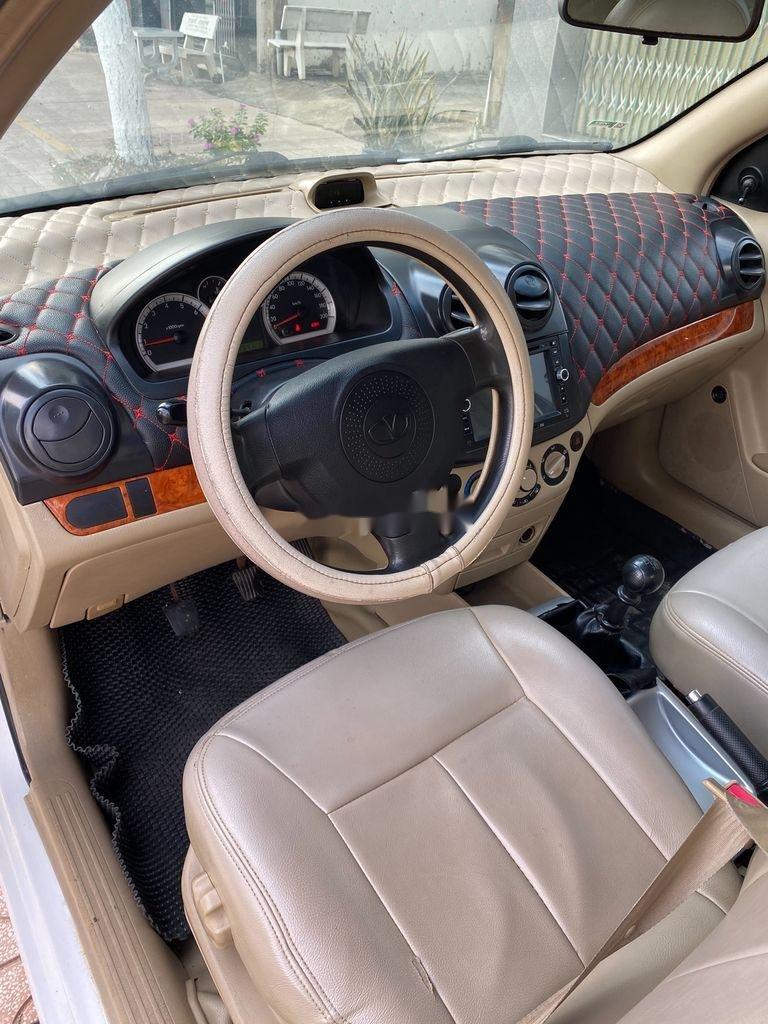 Bán xe Daewoo Gentra 2009, màu trắng còn mới (9)