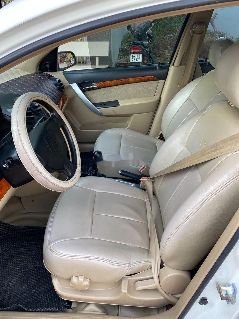 Bán xe Daewoo Gentra 2009, màu trắng còn mới (7)