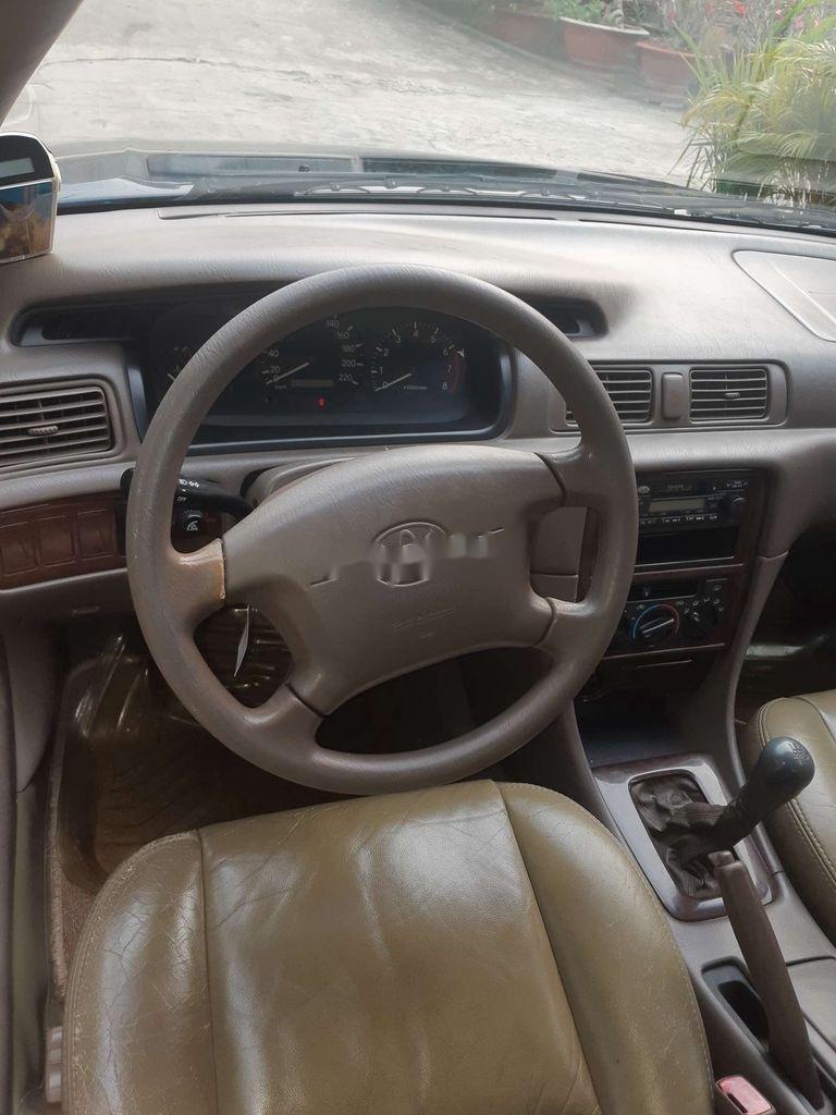 Cần bán gấp Toyota Camry đời 2001, màu xanh lam (10)