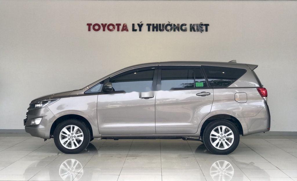 Bán Toyota Innova sản xuất 2019 như mới (5)