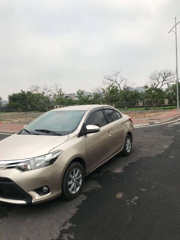 Bán ô tô Toyota Vios năm 2015, màu vàng chính chủ (2)