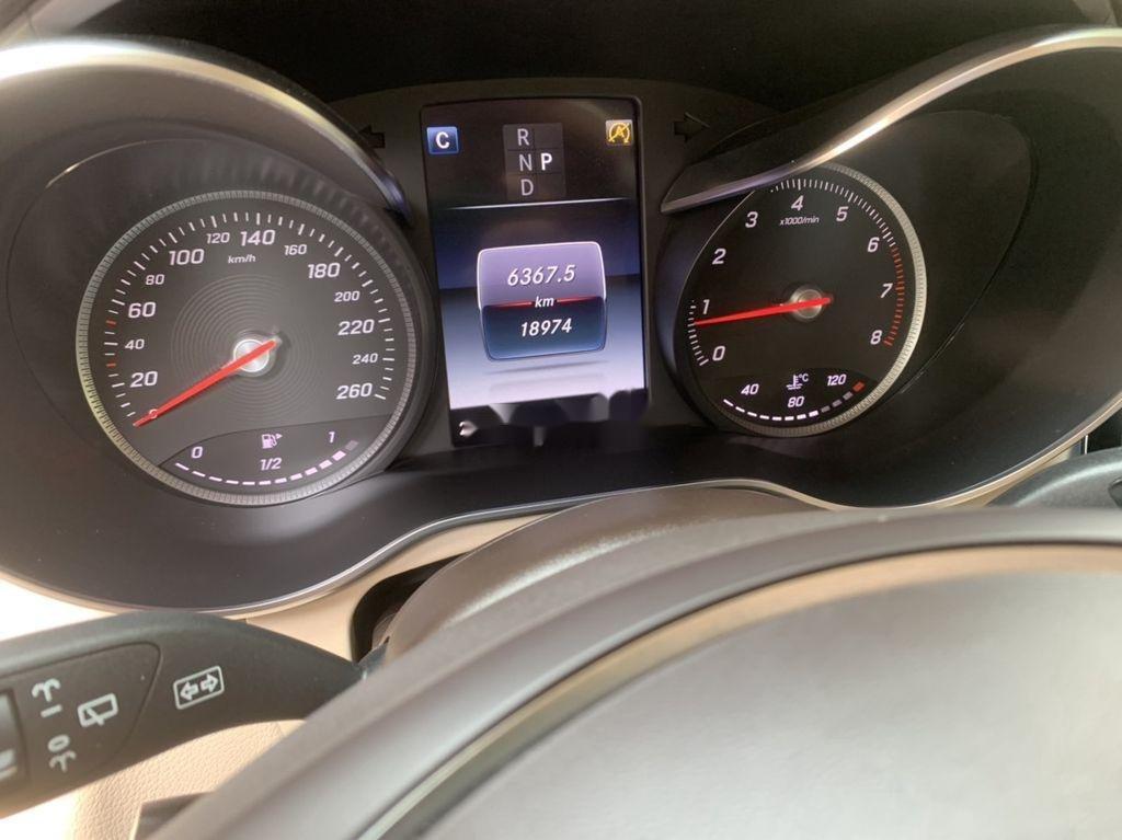Cần bán xe Mercedes GLC 300 sản xuất năm 2019 (7)