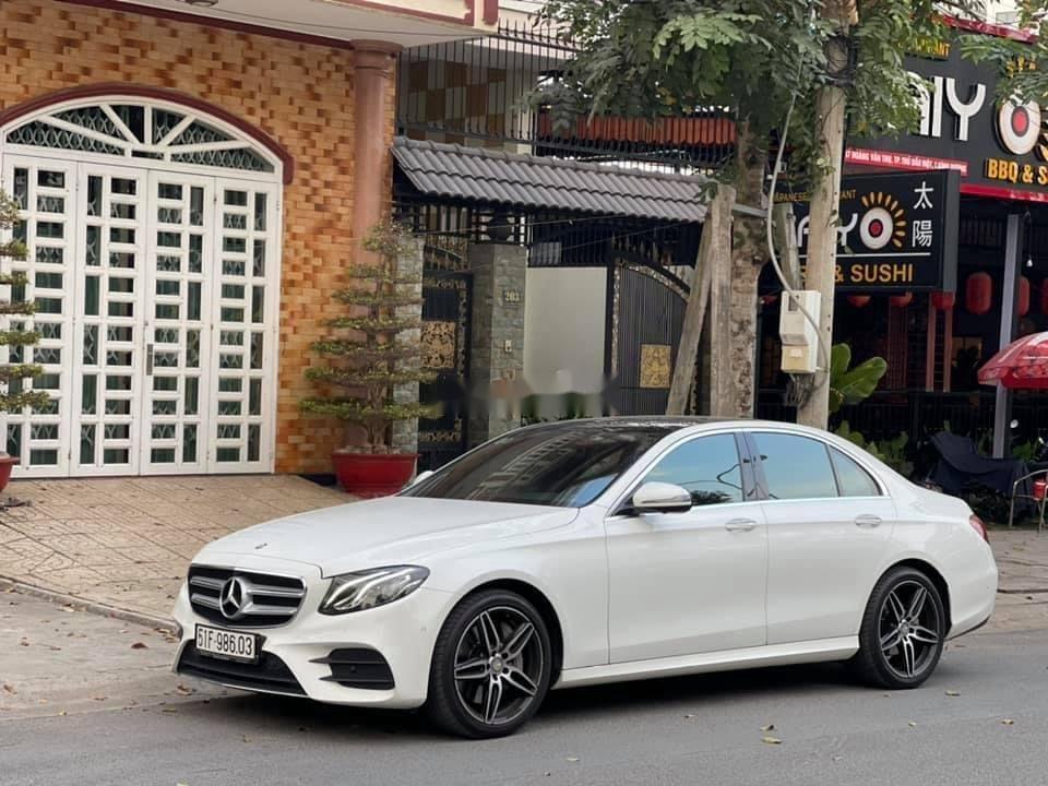Cần bán gấp Mercedes E300 AMG sản xuất năm 2016, xe nhập (3)