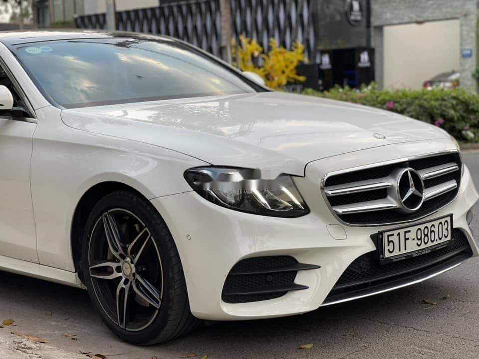 Cần bán gấp Mercedes E300 AMG sản xuất năm 2016, xe nhập (4)