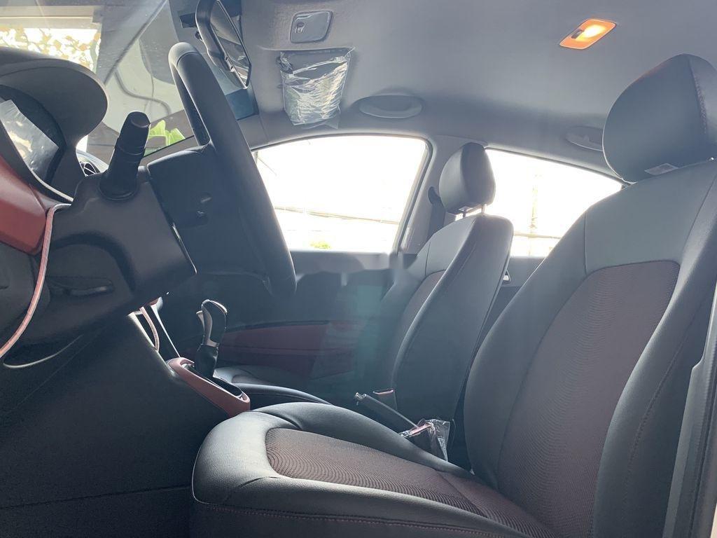 Cần bán Hyundai Grand i10 1.2AT năm 2021, giá thấp (8)