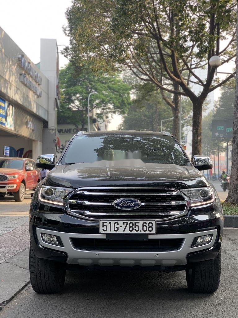 Cần bán gấp Ford Everest năm 2019, màu đen, nhập khẩu nguyên chiếc (1)