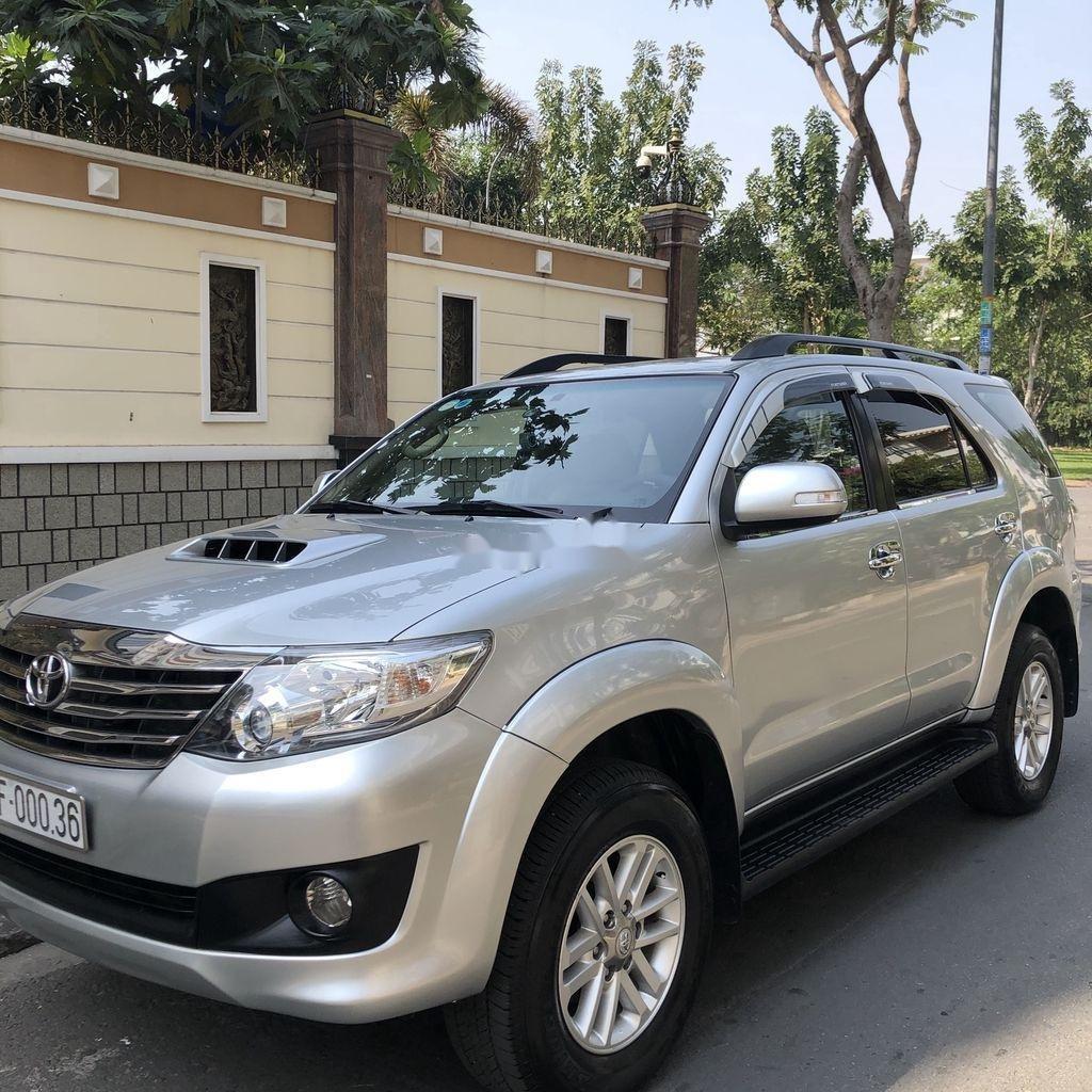 Cần bán Toyota Fortuner năm sản xuất 2014, màu bạc chính chủ, giá 655tr (2)