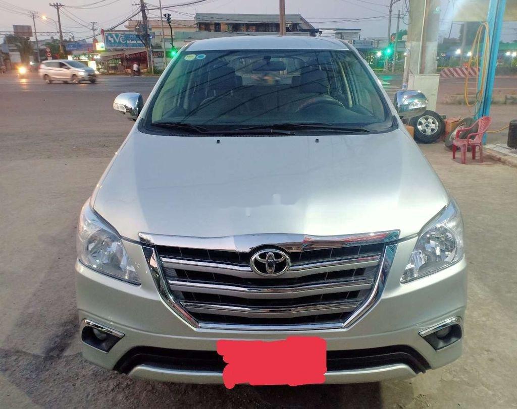 Cần bán xe Toyota Innova năm sản xuất 2013 còn mới (2)