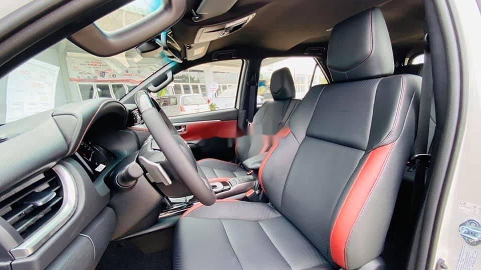 Bán Toyota Fortuner năm sản xuất 2020, màu trắng, giá tốt (4)