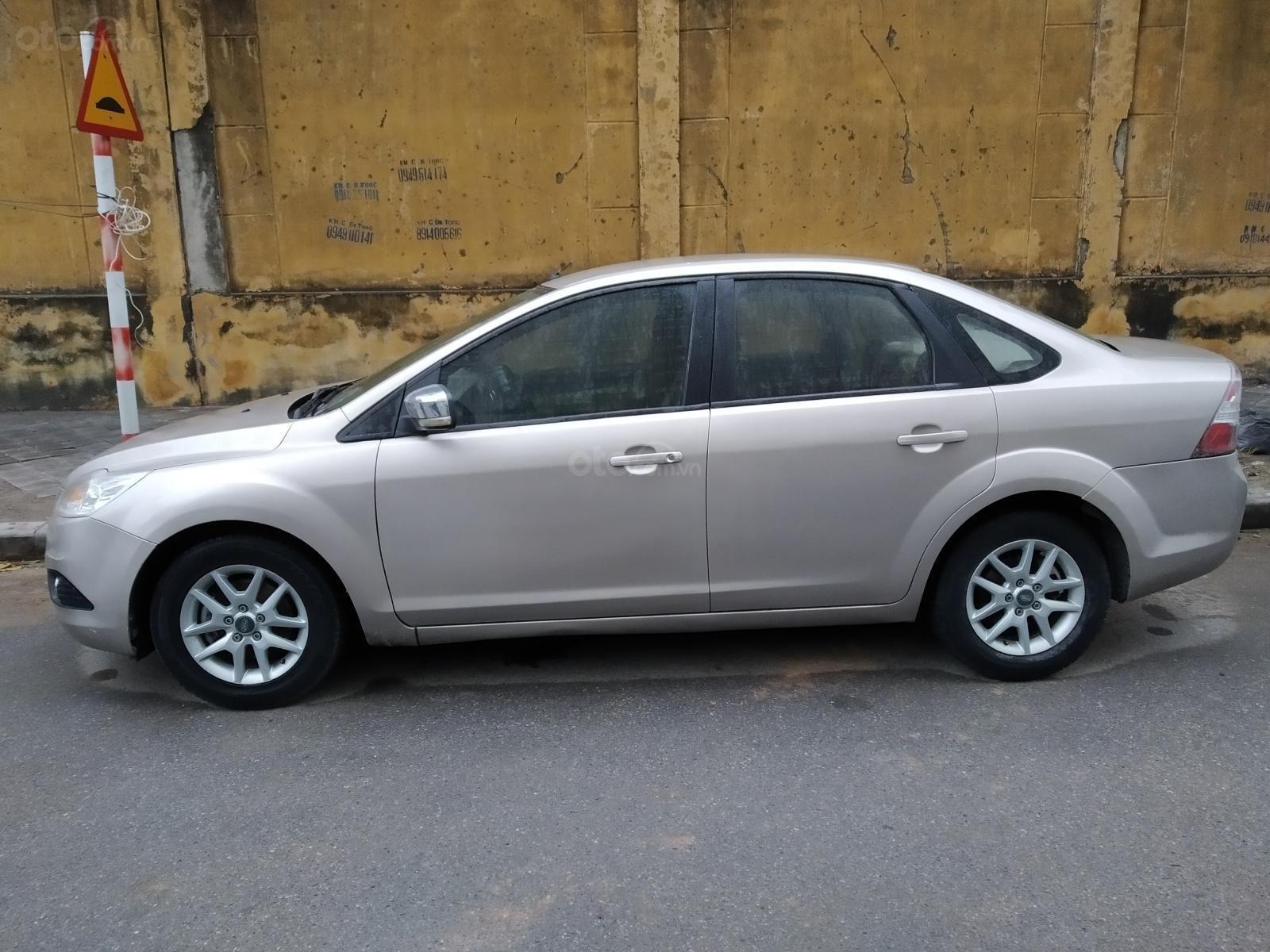 Chính chủ bán Ford Focus 2009, màu bạc (1)