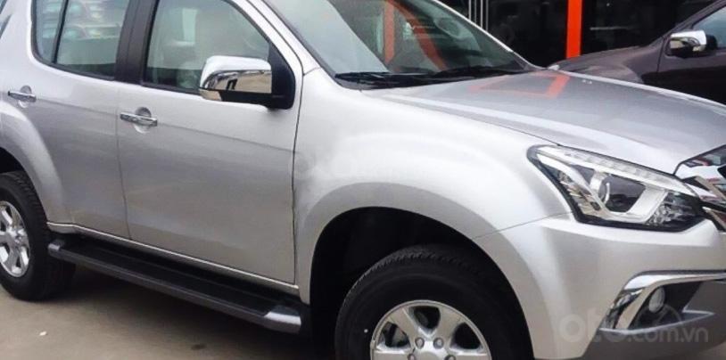 Cần bán gấp Isuzu mu-X sản xuất năm 2019, màu bạc, nhập khẩu, giá 686tr (1)