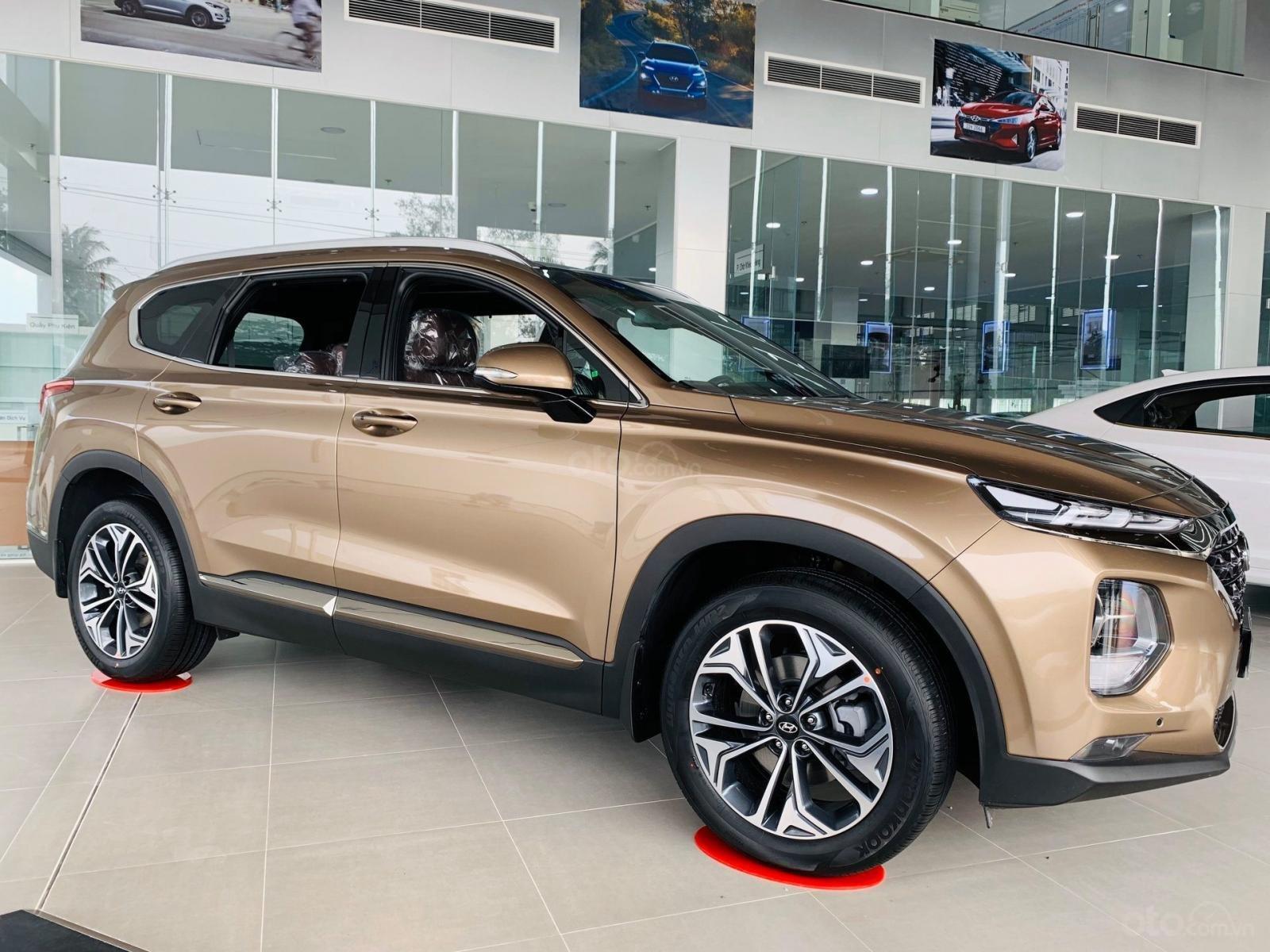 Hyundai Santafe ưu đãi ngay 70 triệu, 50% thuế, full bộ phụ kiện, xe đủ màu giao ngay chạy Tết (1)