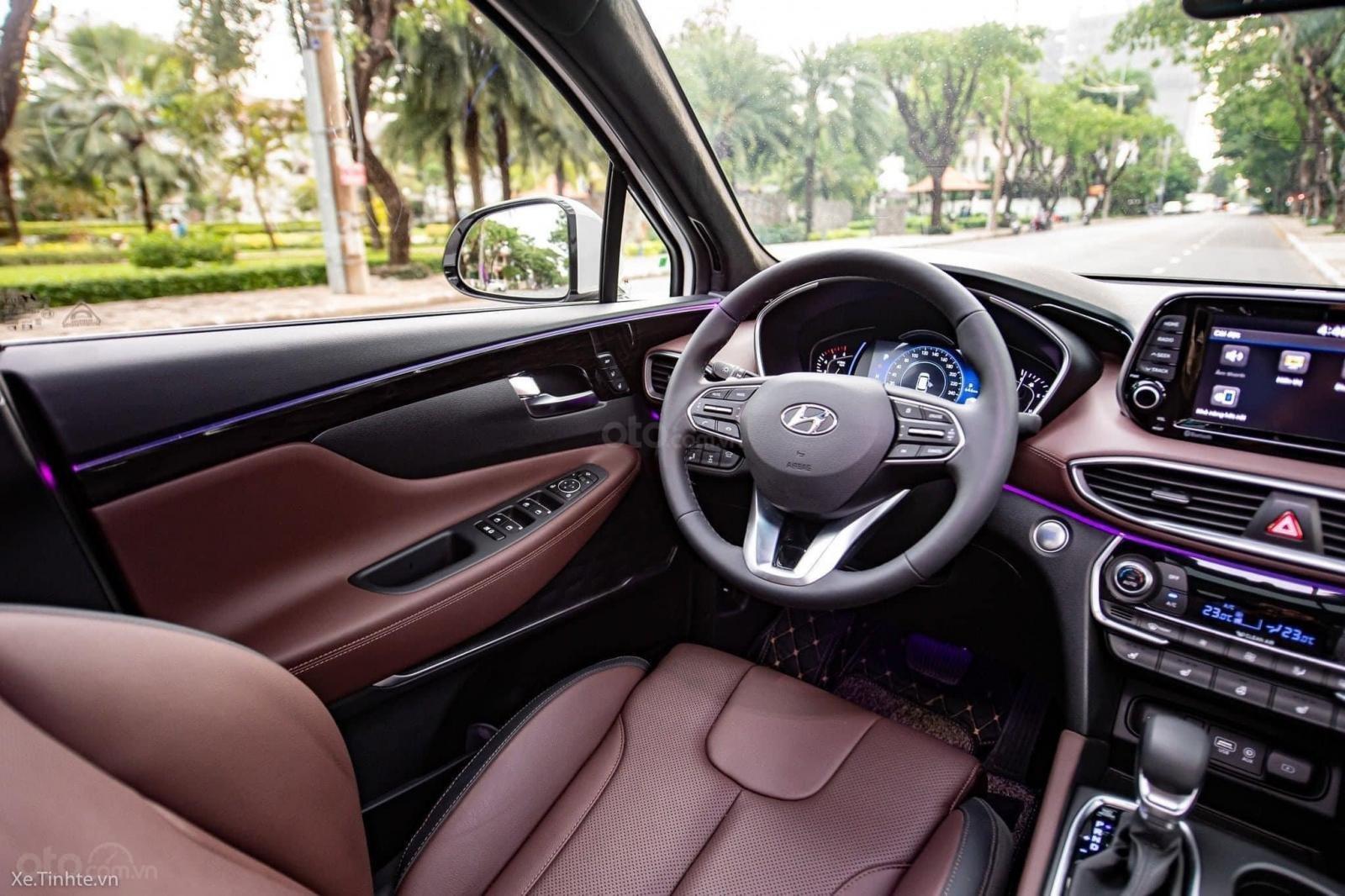 Hyundai Santafe ưu đãi ngay 70 triệu, 50% thuế, full bộ phụ kiện, xe đủ màu giao ngay chạy Tết (10)