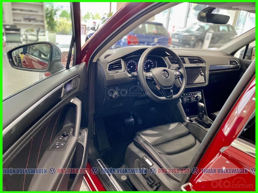 SUV 7 chỗ Tiguan Luxury màu đỏ tháng 2/2021 giảm khủng 120 triệu tiền mặt + phụ kiện hãng khi gọi Mr Thuận để có giá đẹp (3)