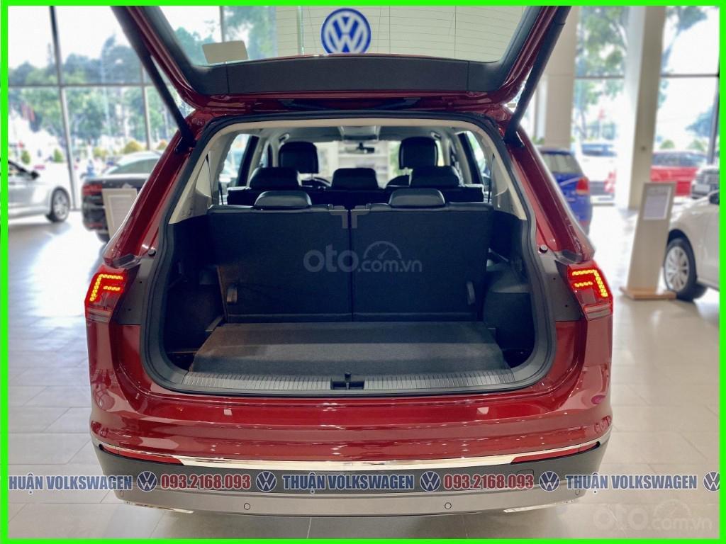 SUV 7 chỗ Tiguan Luxury màu đỏ tháng 2/2021 giảm khủng 120 triệu tiền mặt + phụ kiện hãng khi gọi Mr Thuận để có giá đẹp (4)