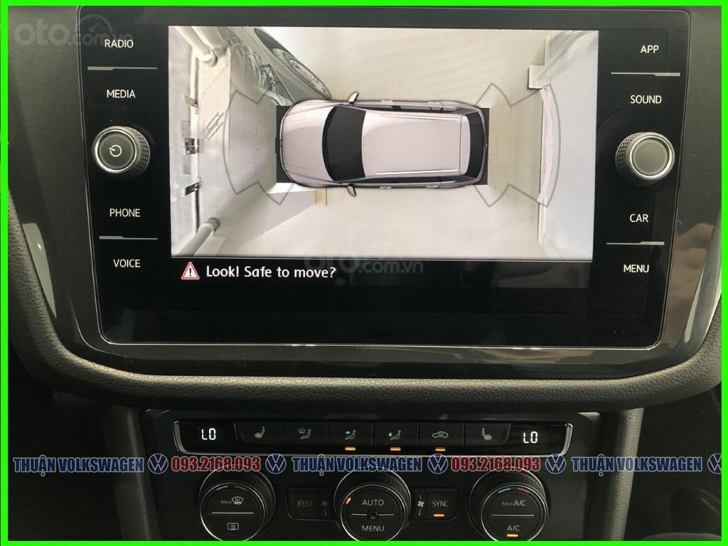 SUV 7 chỗ Tiguan Luxury màu đỏ tháng 2/2021 giảm khủng 120 triệu tiền mặt + phụ kiện hãng khi gọi Mr Thuận để có giá đẹp (9)