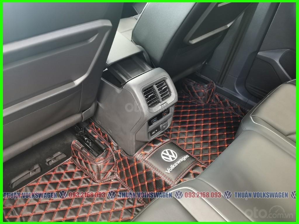 SUV 7 chỗ Tiguan Luxury màu đỏ tháng 2/2021 giảm khủng 120 triệu tiền mặt + phụ kiện hãng khi gọi Mr Thuận để có giá đẹp (13)