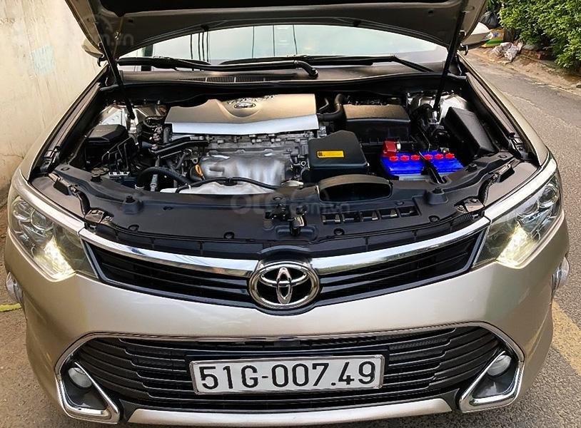 Bán Toyota Camry 2.0E sản xuất 2017, màu vàng còn mới (5)