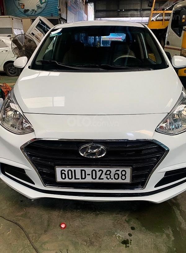 Cần bán lại xe Hyundai Grand i10 đời 2017, màu trắng (1)