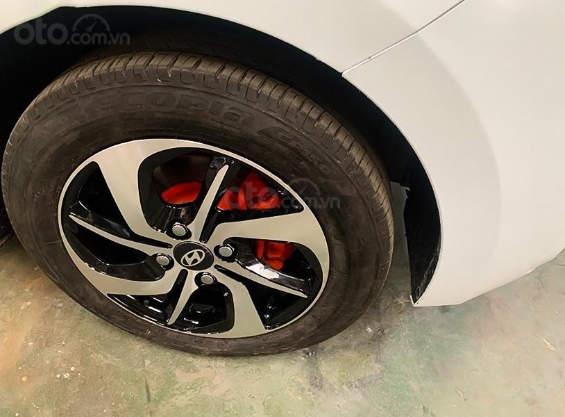 Cần bán lại xe Hyundai Grand i10 đời 2017, màu trắng (5)
