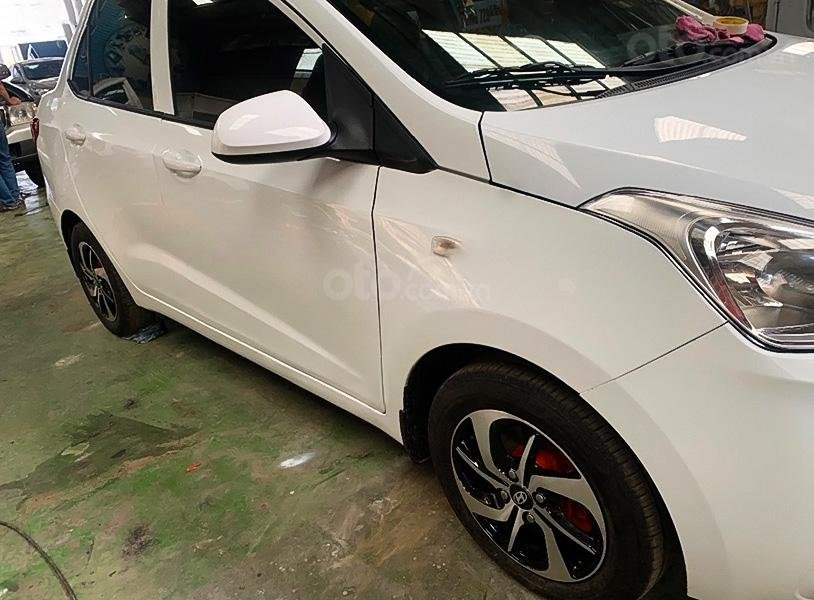 Cần bán lại xe Hyundai Grand i10 đời 2017, màu trắng (4)