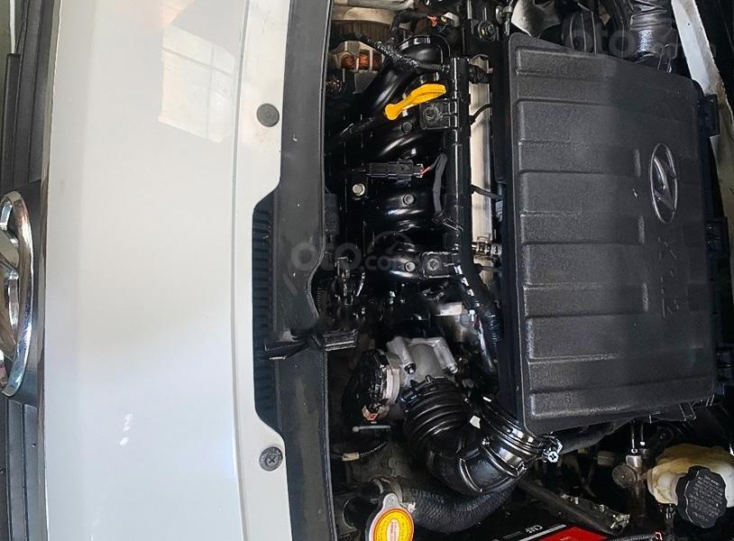 Cần bán lại xe Hyundai Grand i10 đời 2017, màu trắng (2)